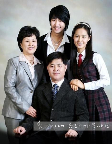 Yoona Family Photo Snsd Yuri Family Photo